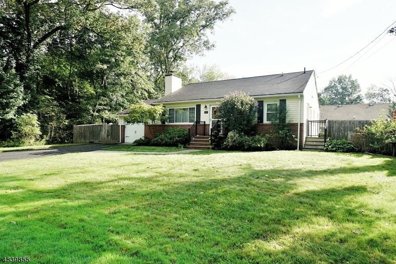 Μονοκατοικία για την Πώληση στο 10 TINTLE Avenue West Milford, Νιου Τζερσεϋ 07480 Ηνωμένες Πολιτείες