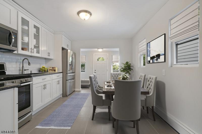 Maison unifamiliale pour l Vente à 553 CHRISTOPHER Street Orange, New Jersey 07050 États-Unis