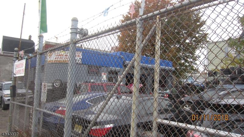 Commercial pour l Vente à Address Not Available Irvington, New Jersey 07111 États-Unis
