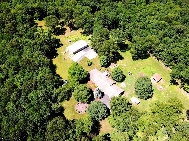 Enfamiljshus för Försäljning vid 33 OLD STAGE COACH Road Hampton, New Jersey 07860 Usa