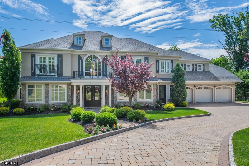 Single Family Homes pour l Vente à Montville, New Jersey 07082 États-Unis