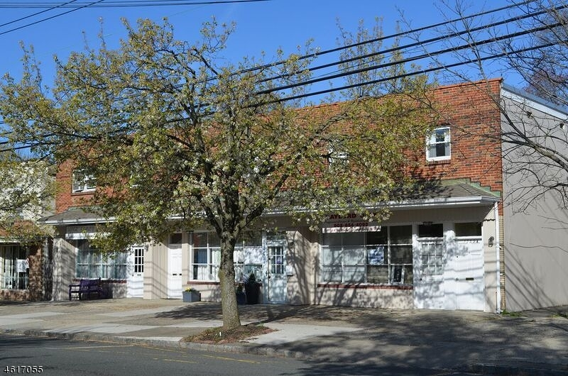 Commercial pour l Vente à 1735 E 2nd Street Scotch Plains, New Jersey 07076 États-Unis