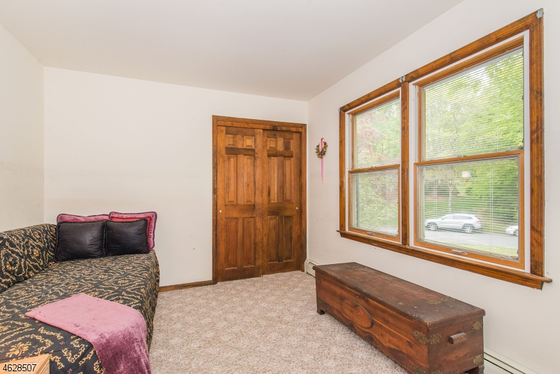 Additional photo for property listing at 9 Raven Court  West Milford, Nueva Jersey 07480 Estados Unidos