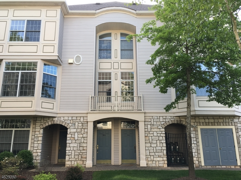 Maison unifamiliale pour l Vente à 905 Regal Blvd Livingston, New Jersey 07039 États-Unis