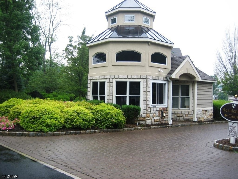 Additional photo for property listing at 905 Regal Blvd  Livingston, New Jersey 07039 États-Unis