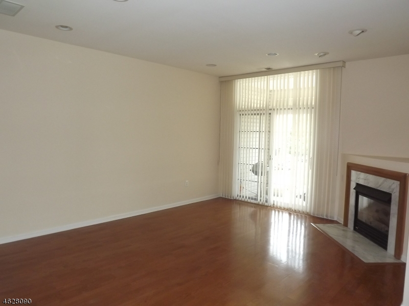 Additional photo for property listing at 905 Regal Blvd  利文斯顿, 新泽西州 07039 美国