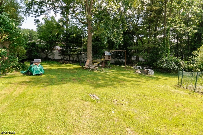 Additional photo for property listing at 16 Lenape Trail  Wayne, Nueva Jersey 07470 Estados Unidos