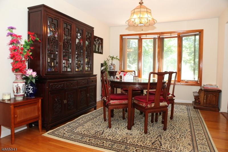Additional photo for property listing at 208 E Northfield Road  Livingston, Nueva Jersey 07039 Estados Unidos