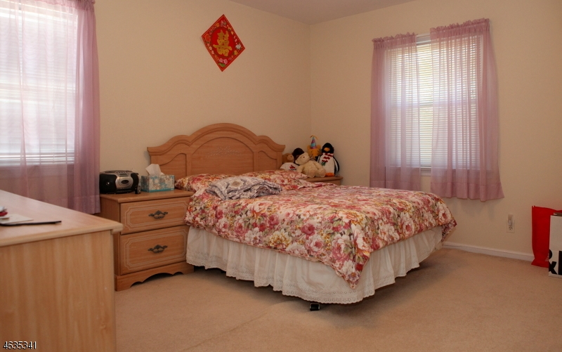 Additional photo for property listing at 208 E Northfield Road  利文斯顿, 新泽西州 07039 美国
