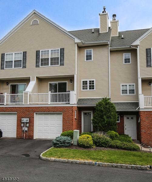 Casa Unifamiliar por un Venta en 28 CASTLE Drive Berkeley Heights, Nueva Jersey 07922 Estados Unidos