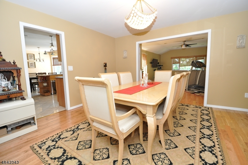 Additional photo for property listing at 286 E Mount Pleasant Avenue  Livingston, New Jersey 07039 États-Unis