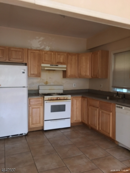 Additional photo for property listing at 743 S 12th Street  Newark, Нью-Джерси 07103 Соединенные Штаты