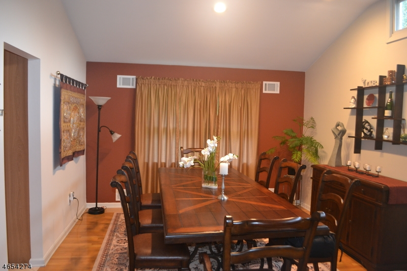 Additional photo for property listing at 69 Brookside Ter  Caldwell, 新泽西州 07006 美国