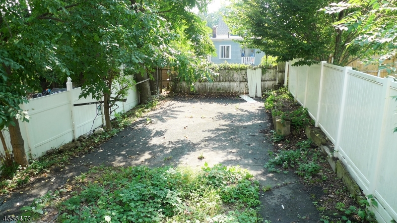 Additional photo for property listing at 109 Maple Avenue  Montclair, New Jersey 07042 United States