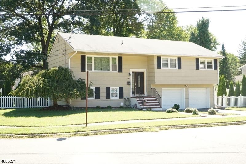 Частный односемейный дом для того Продажа на 90 Charles Street Bloomingdale, Нью-Джерси 07403 Соединенные Штаты