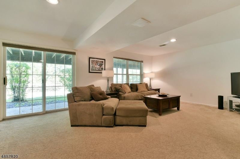 Additional photo for property listing at 396 Green Mountain Road  Mahwah, New Jersey 07430 United States