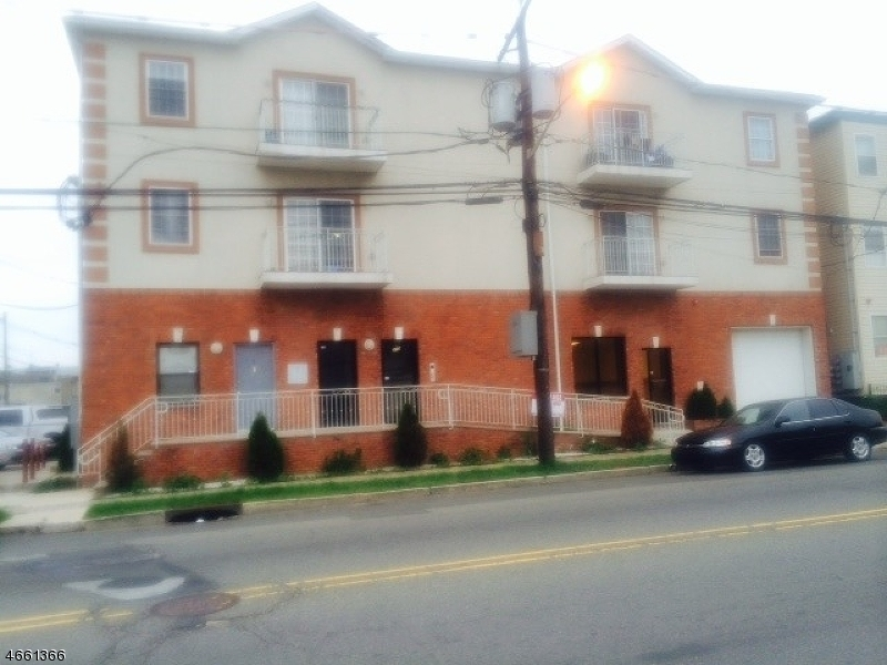 Casa Unifamiliar por un Alquiler en 210-214 TRUMBULL Street Elizabeth, Nueva Jersey 07206 Estados Unidos