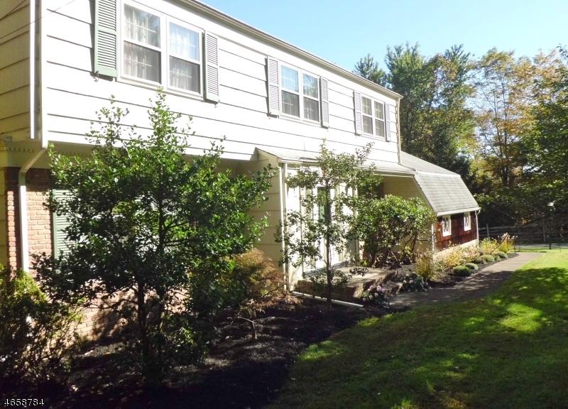 Casa Unifamiliar por un Venta en 14 DRYDEN Road Pottersville, Nueva Jersey 07979 Estados Unidos