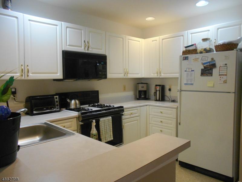 Additional photo for property listing at 5605 Tudor Drive  Pompton Plains, 新泽西州 07444 美国