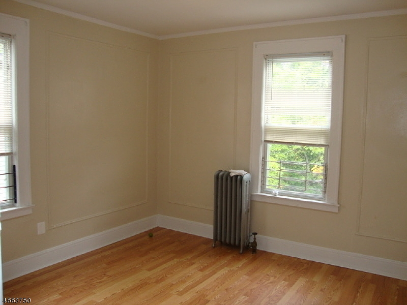 Additional photo for property listing at 210 N ORATON PKY  East Orange, New Jersey 07018 États-Unis