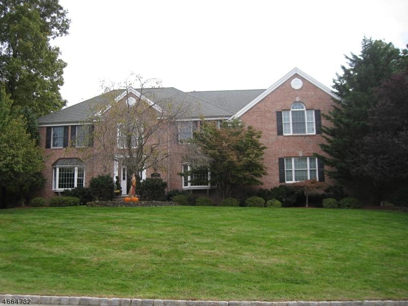 Частный односемейный дом для того Продажа на 103 Eileen Drive Cedar Grove, 07009 Соединенные Штаты
