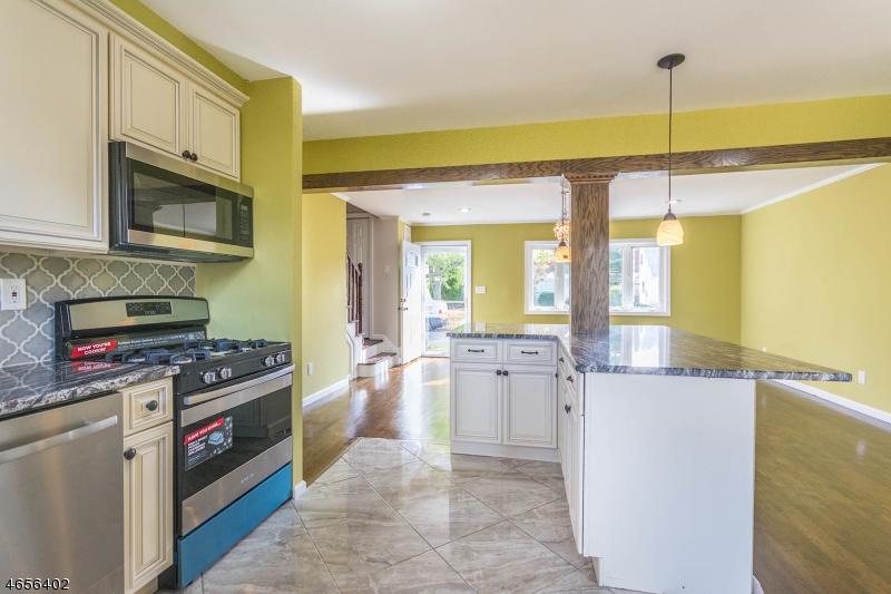 Частный односемейный дом для того Продажа на 608 Amherst Road Linden, Нью-Джерси 07036 Соединенные Штаты