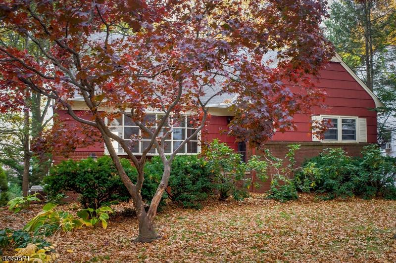 独户住宅 为 销售 在 37 Glenfield Road 布鲁姆菲尔德, 07003 美国