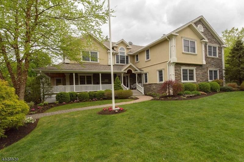 Maison unifamiliale pour l Vente à 7 Pitcairn Drive Roseland, New Jersey 07068 États-Unis