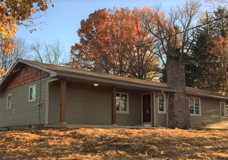 Частный односемейный дом для того Продажа на 105 ROCKTOWN-LAMB Road West Amwell, 08530 Соединенные Штаты