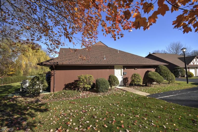 独户住宅 为 销售 在 12-1 TAMARON Drive Waldwick, 07463 美国