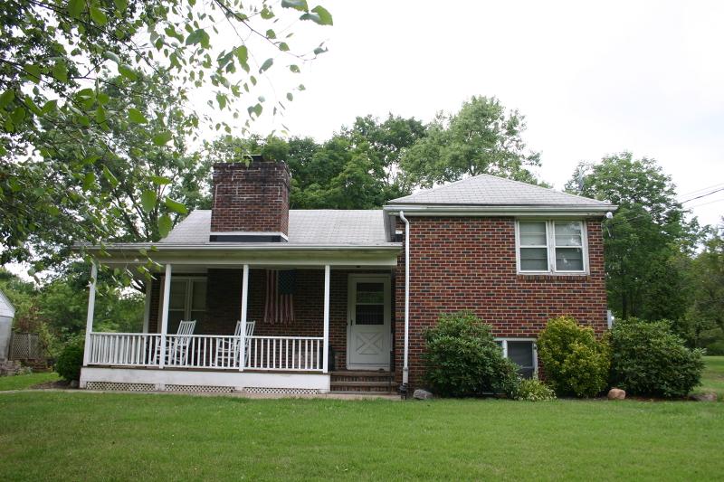 Casa Unifamiliar por un Alquiler en 60 School Road Whitehouse Station, Nueva Jersey 08889 Estados Unidos