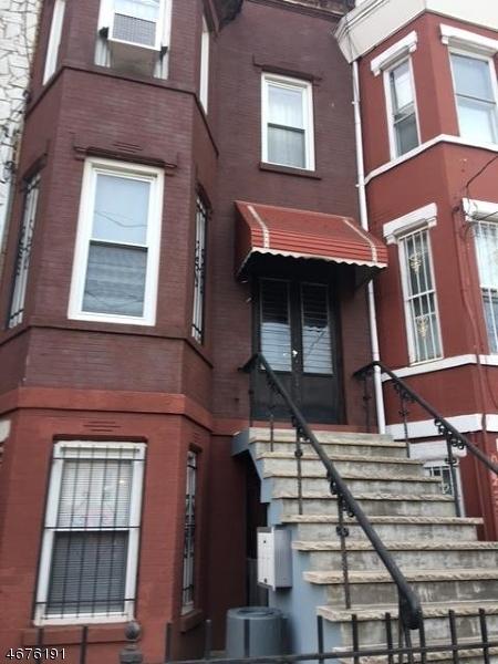 独户住宅 为 出租 在 61A ATLANTIC Street 泽西城, 新泽西州 07304 美国