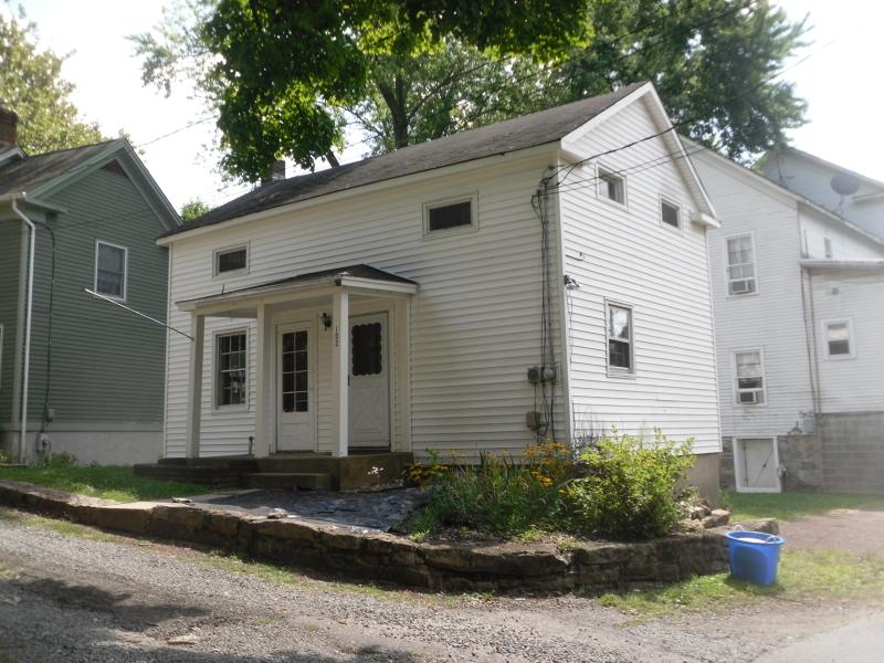 Casa Unifamiliar por un Alquiler en 102 Mill Street Califon, Nueva Jersey 07830 Estados Unidos