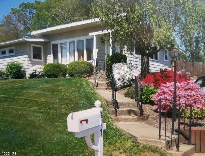 Maison unifamiliale pour l Vente à 317 S 2nd Street Lopatcong, New Jersey 08865 États-Unis