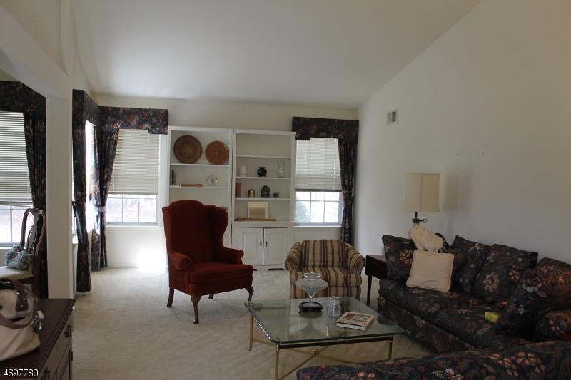 独户住宅 为 销售 在 1202A THORNBURY Lane 曼彻斯特, 新泽西州 08759 美国