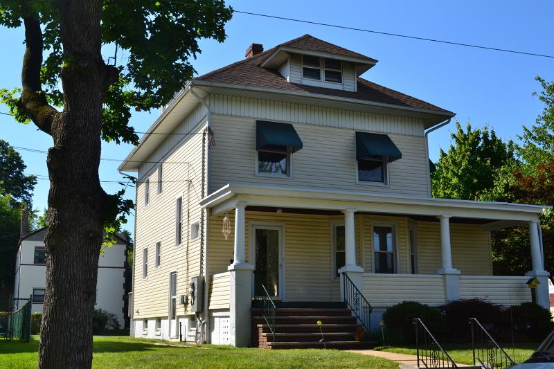 Частный односемейный дом для того Аренда на 227 Rankin Avenue Cranford, Нью-Джерси 07016 Соединенные Штаты