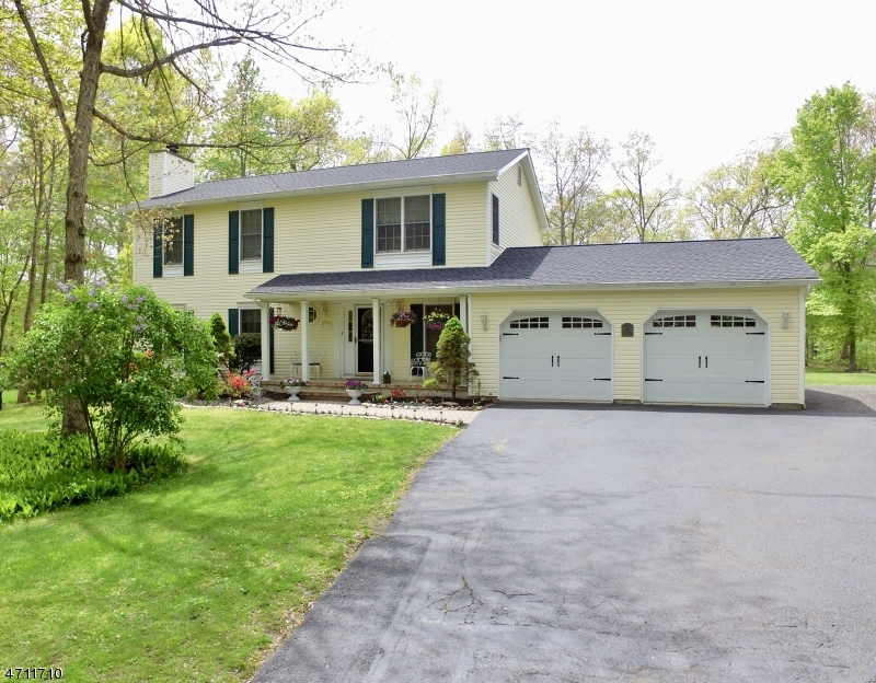 Single Family Home for Sale at 26 Woodland Drive Oak Ridge, New Jersey 07438 United States