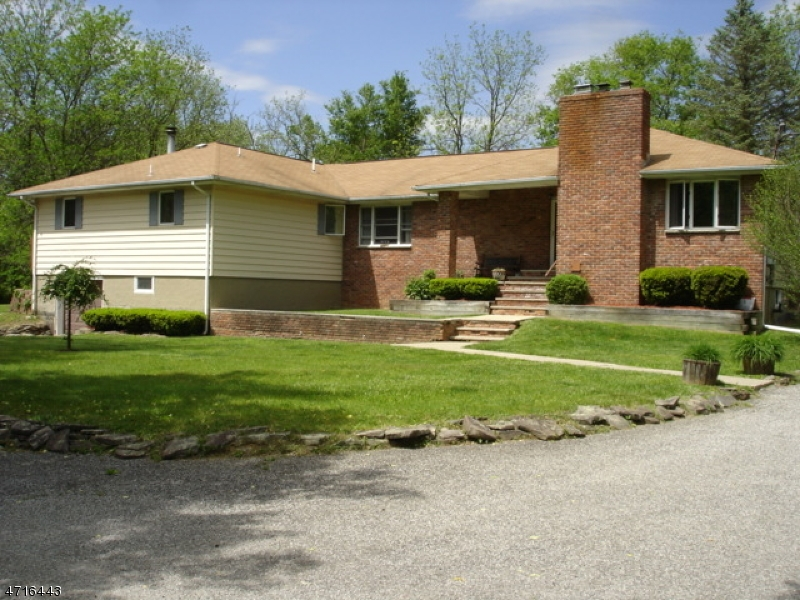 Maison unifamiliale pour l Vente à 210 Main Street Ogdensburg, New Jersey 07439 États-Unis