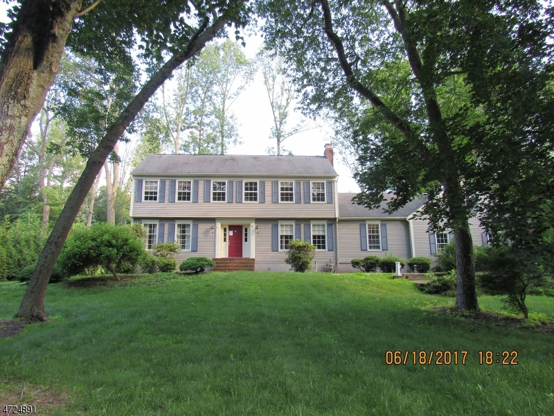 Single Family Home for Sale at 151 Sherwood Lane Stirling, New Jersey 07980 United States