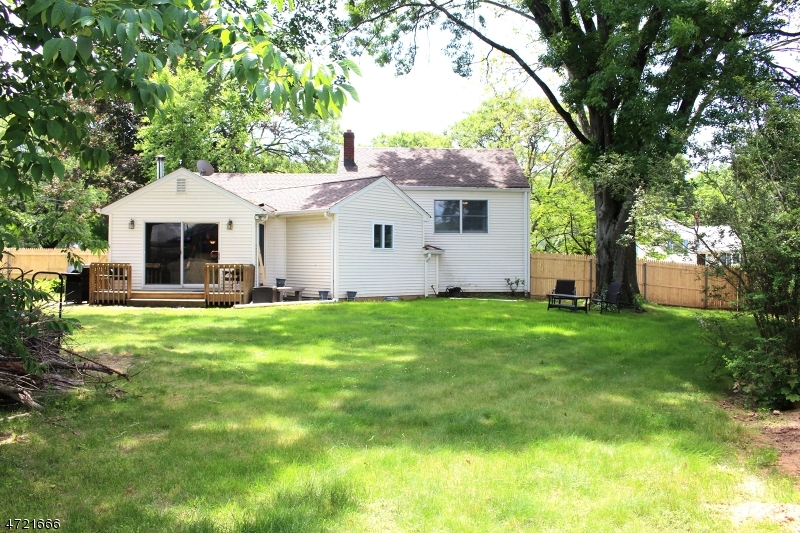 Additional photo for property listing at 1 Jerome Place  Wayne, Нью-Джерси 07470 Соединенные Штаты