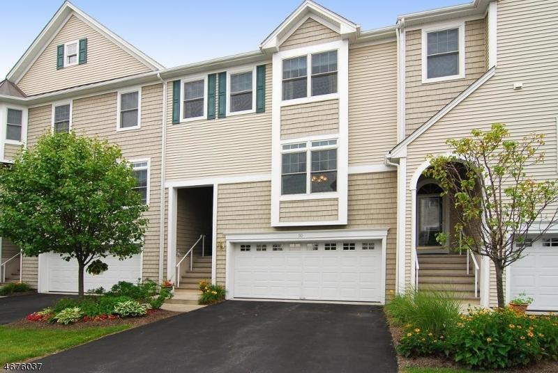 独户住宅 为 销售 在 30 Lakeshore Drive 阿灵顿山, 新泽西州 07856 美国