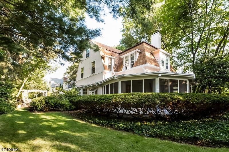 Частный односемейный дом для того Продажа на 26 North Road Nutley, Нью-Джерси 07110 Соединенные Штаты