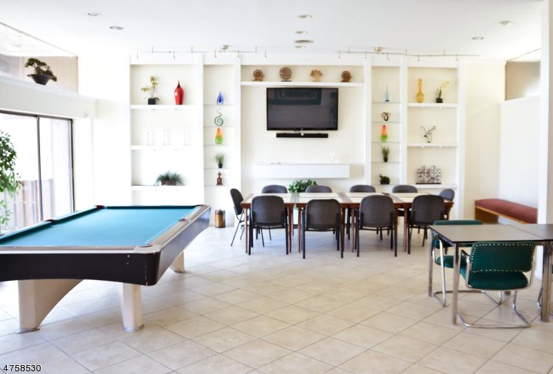 Частный односемейный дом для того Аренда на 827 Main Street Belleville, Нью-Джерси 07109 Соединенные Штаты