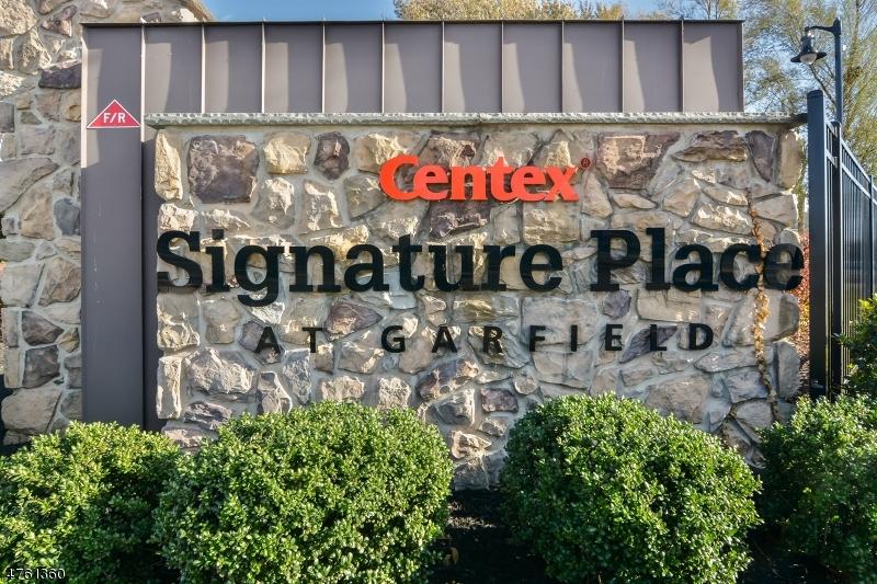 Частный односемейный дом для того Продажа на 8 Iris Lane 8 Iris Lane Garfield, Нью-Джерси 07026 Соединенные Штаты