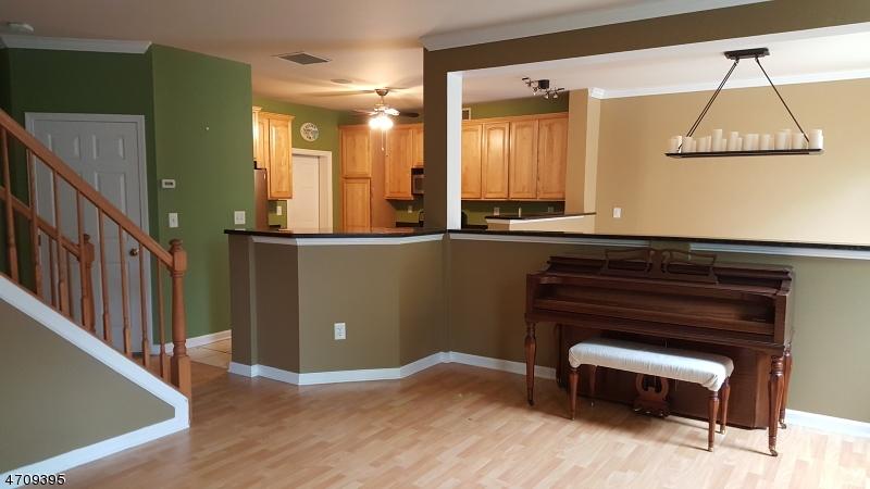 Частный односемейный дом для того Аренда на 48 George Russell Way Clifton, Нью-Джерси 07013 Соединенные Штаты