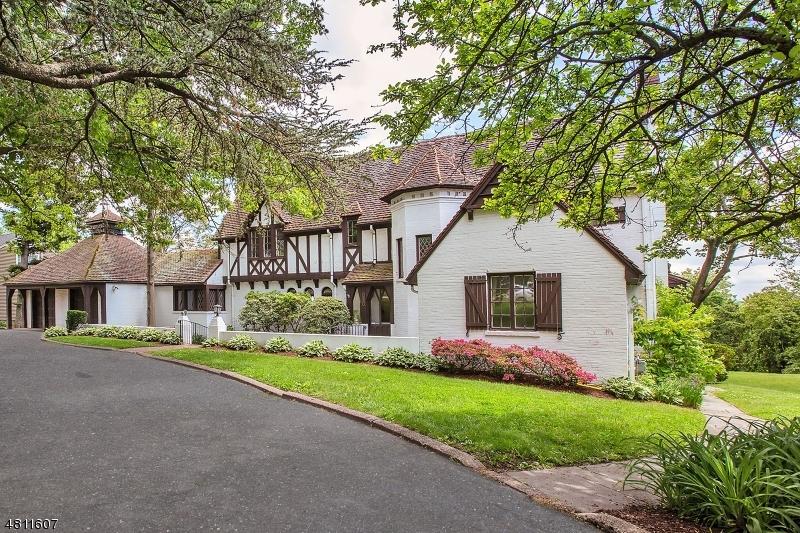 Maison unifamiliale pour l Vente à 395 GROVE Street Clifton, New Jersey 07013 États-Unis