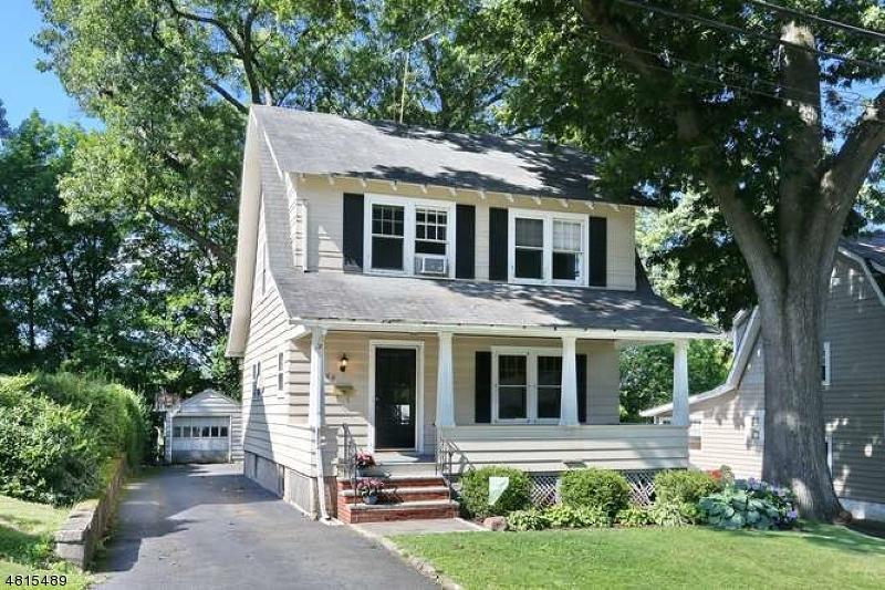 Maison unifamiliale pour l Vente à 66 PAYNE Avenue Midland Park, New Jersey 07432 États-Unis