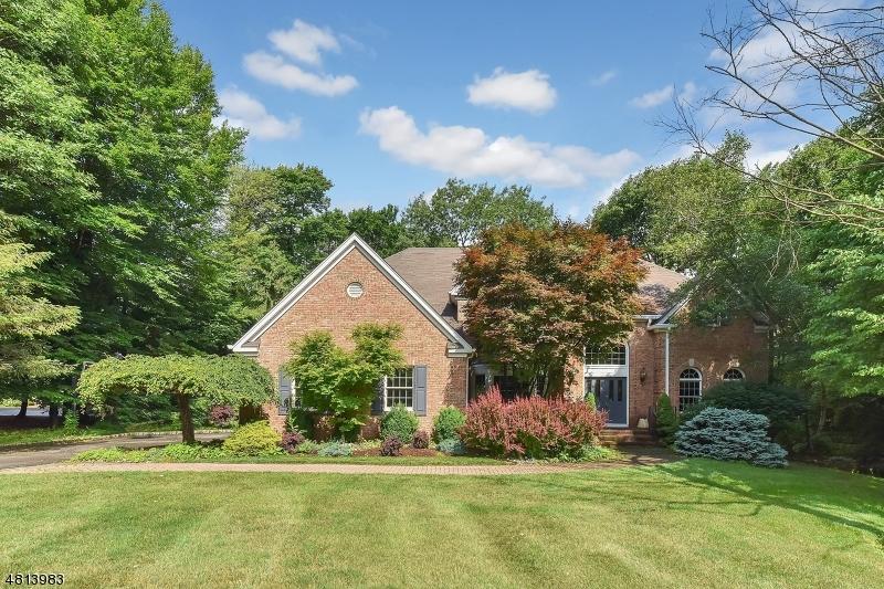 Maison unifamiliale pour l Vente à 9 FAWN HILL COURT Randolph, New Jersey 07869 États-Unis