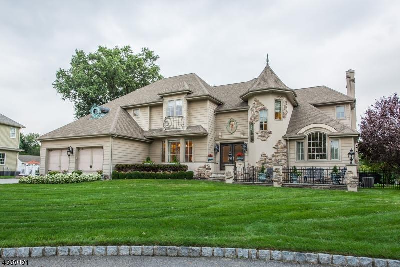 独户住宅 为 销售 在 6 VICTORIAN Lane Fairfield, 新泽西州 07004 美国