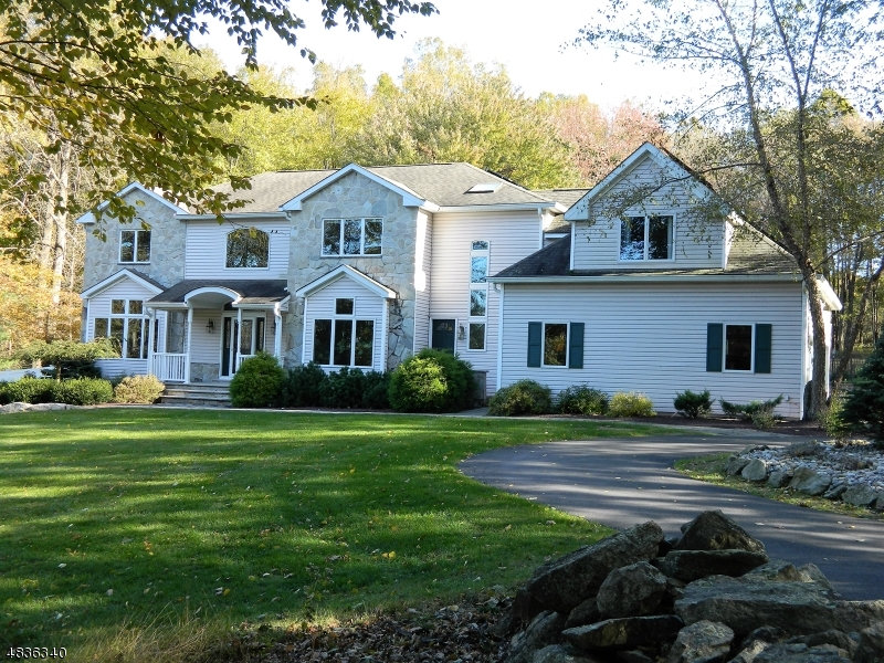 Enfamiljshus för Försäljning vid 4 LENORE Court Washington, New Jersey 07853 Förenta staterna